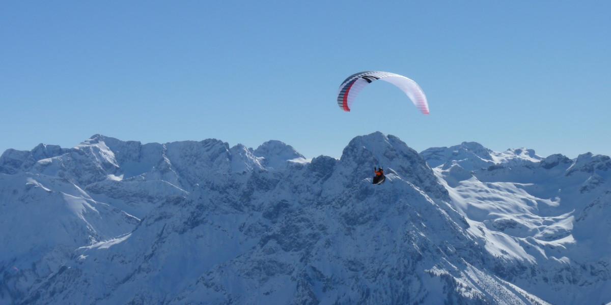 Un vol parapente hiver sans les remontées mécaniques, c'est possible !
