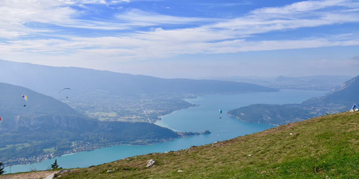 Quels paysages peut-on admirer lors d'un baptême de l'air en Haute-Savoie ?